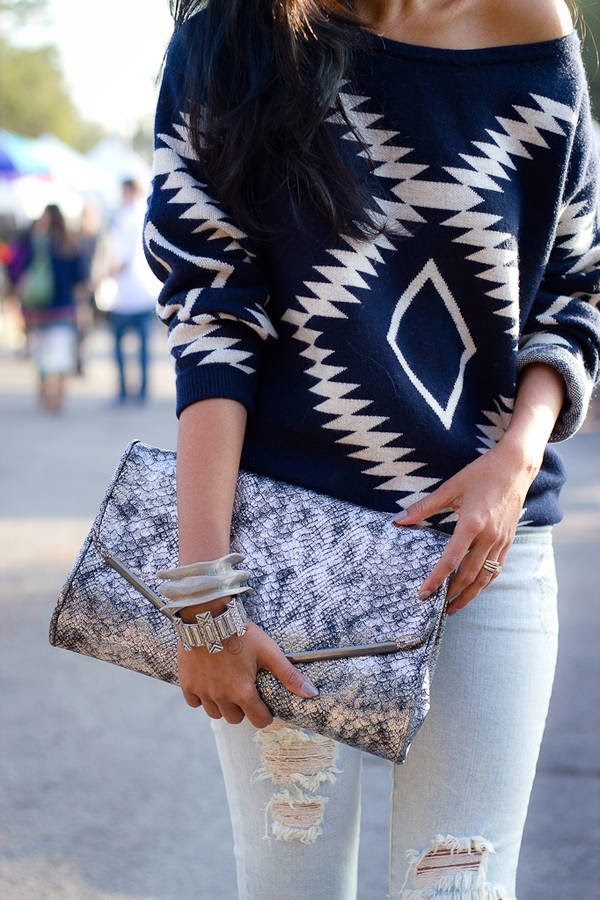 Amazing Sweater and Light Blue Jeans with Suitable Handbag