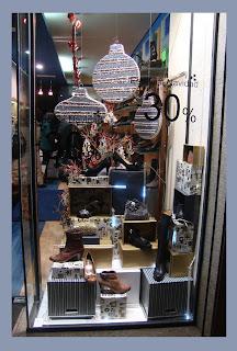 Escaparate de Navidad en la tienda de calzado Zoco Zapatería, foto 1