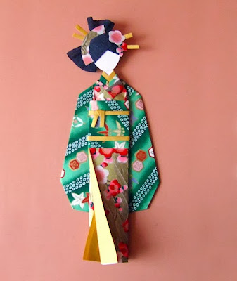 muñeca con papel