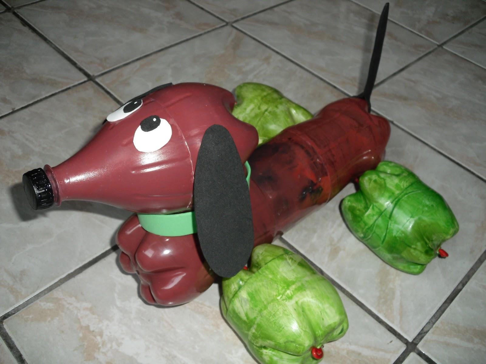 Famosos Joaninha Tricoteira: Cachorro feito com garrafas pet DV23