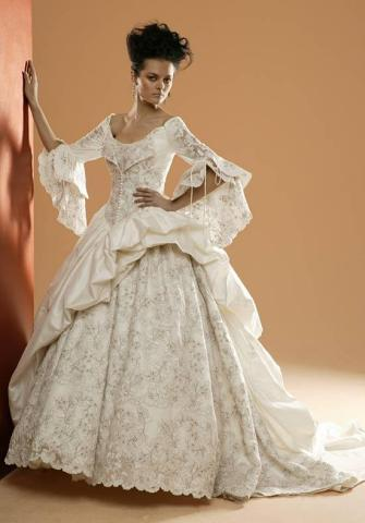 Aturbest special events renaissance wedding gowns for Renaissance inspired wedding dress