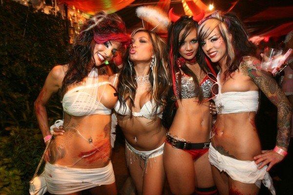 http://4.bp.blogspot.com/-Q8RNZPAjDf8/TurgqZQT7VI/AAAAAAAAAFE/MIDfyaiQNr4/s1600/Kandy+Masquerade29.jpg