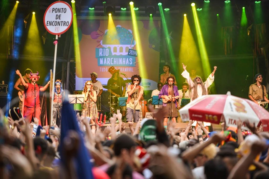 Rio Marchinhas 2014: Os barbudinhos do bloco Toca Rauuul no palco da Praça Tiradentes. Foto: Páprica Fotografia