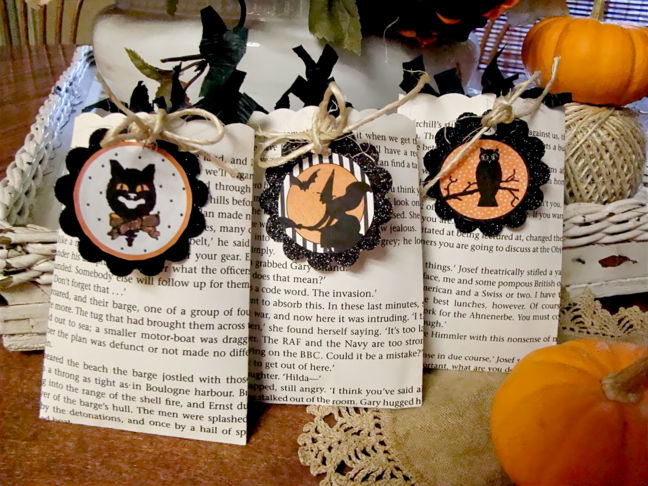 the previously known formal dinning room table and came up with the idea to create chic little halloween party favor or treat bags using book pages - Pinterest Halloween Treat Bags