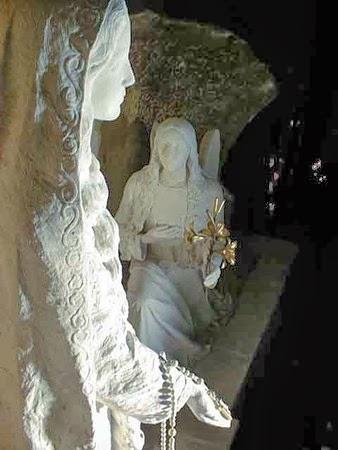 Notre Dame de la Prière si Ingerul Gabriel, Ile Bouchard, Franta 1947