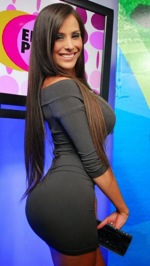 http://megustatufoto.blogspot.com/2013/11/ellas-luce-su-micro-vestidos-y-nosotros.html