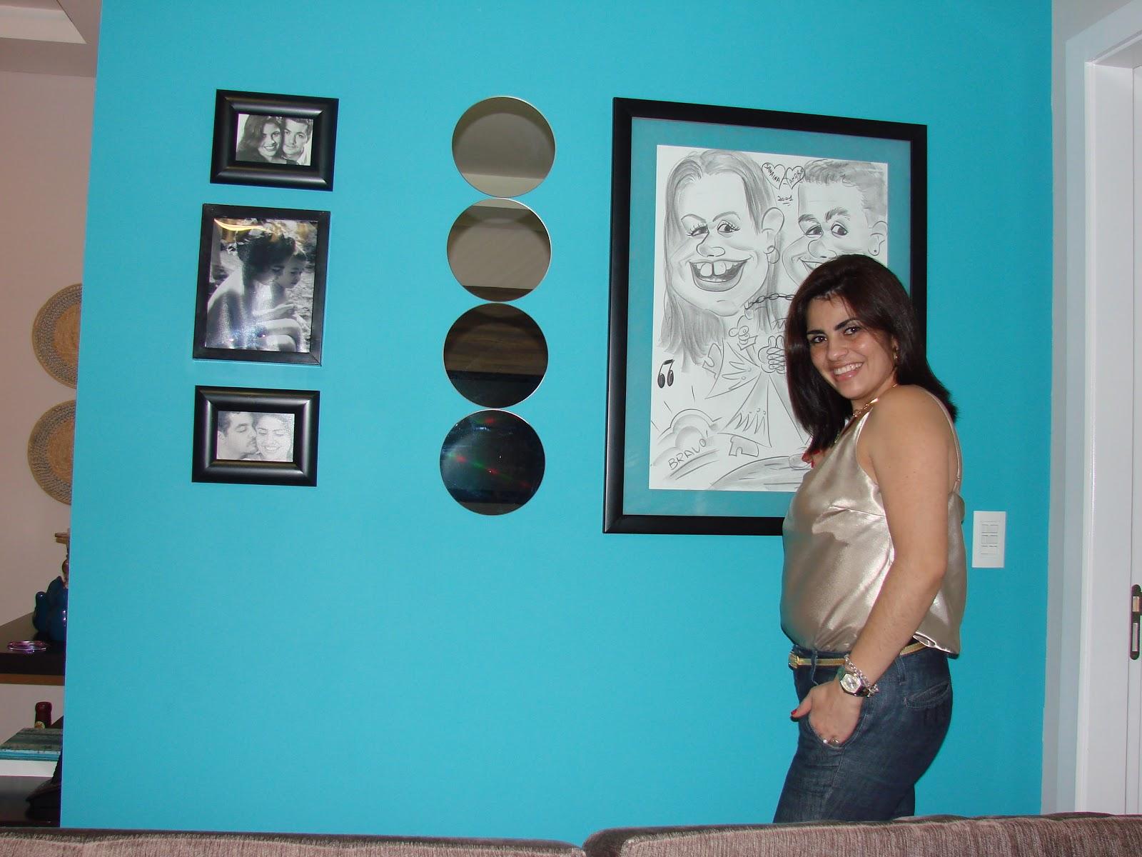 sala: a parede azul e a moldura feita ao redor dos quadros ela mesma  #288E9F 1600x1200 Balcão Banheiro Joinville