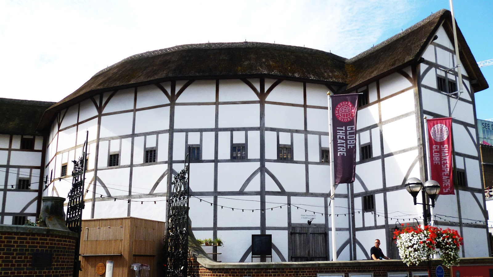 a description of the globe theatre a seventeenth century english theatre in southwark london Category:globe theatre, southwark from wikimedia commons, the free media repository jump to navigation jump to search former theatre in london, england, associated with william shakespeare.