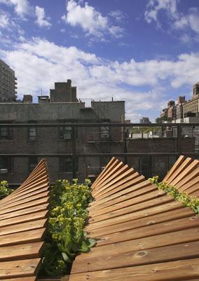 Como decorar las terrazas con maderas y plantas en New York
