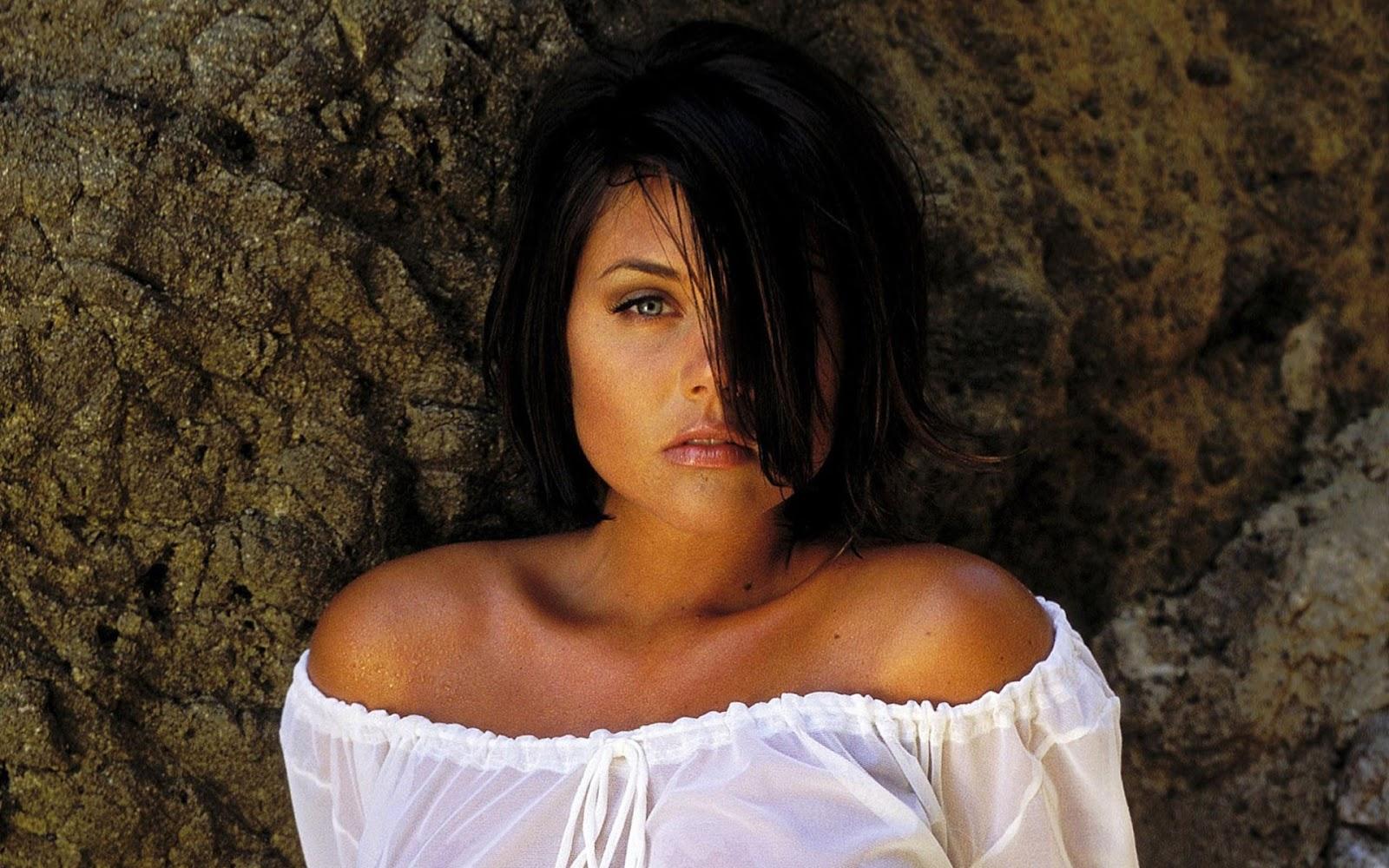 Tiffani Amber Thiessen Brust
