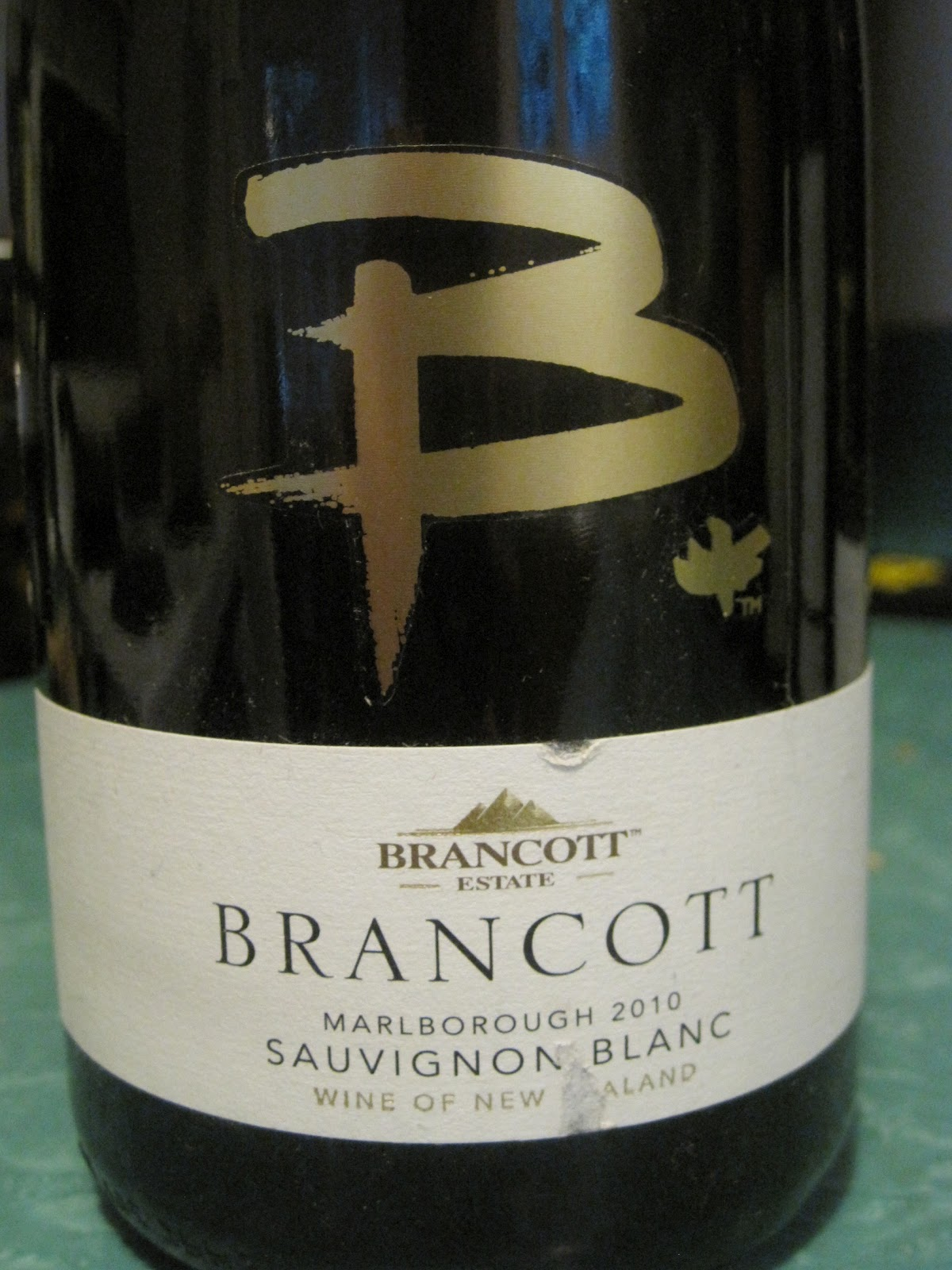Aromas of grapefruit cut grass and wet rock immediately let you know itu0027s a New Zealand sauvignon blanc. Thereu0027s a whiff of passion fruit ever so faint ... & Beauu0027s Barrel Room: Spring Wine Tasting Roundup