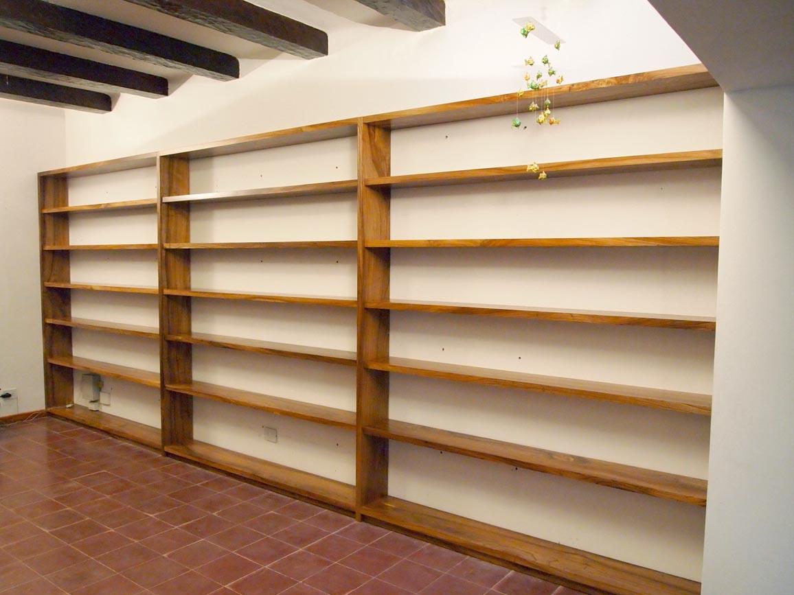 Muebles a medida escritorio y biblioteca en madera maciza for Muebles a medida