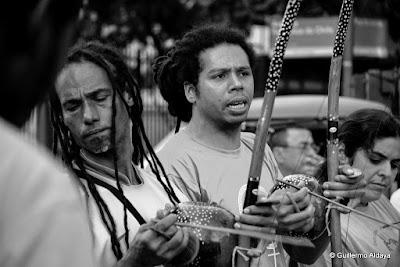 Capoeira na Feira do Lavradio (Rio de Janeiro, Brasil), by Guillermo Aldaya / PhotoCovnersa