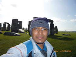 Background: The Stonehenge Rocks, Salisbury, UK