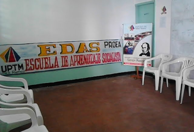 NUESTRA  SALA  DE REUNIONES