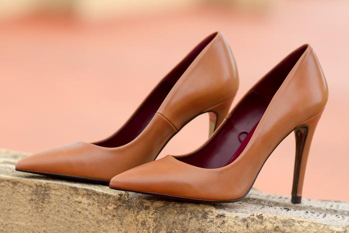 Zapatos Stilettos punta afilada color cuero de Zara tacón de aguja Compras Blogger de moda valenciana Adicta a los Zapatos