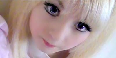 Wanita yang memiliki wajah mirip barbie