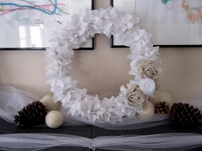 http://www.craftinterrupted.com/2011/01/winter-wreath.html