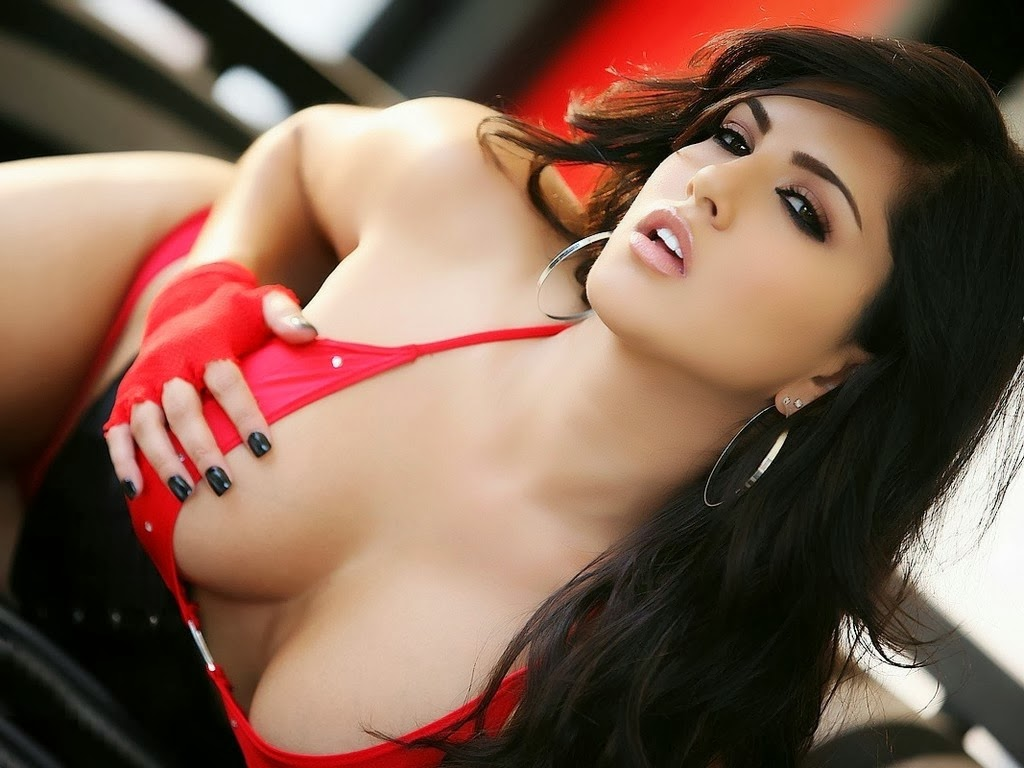 Sunny Leone Hot and Sexy images without clothes in Bikini