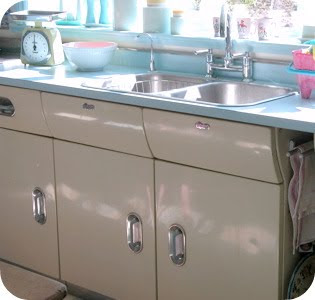 Poppy-Lauren Vintage: I want a 50's kitchen