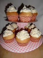 http://cecilecupcakecafe.blogspot.de/2013/07/pflaumen-schmand-cupcakes.html