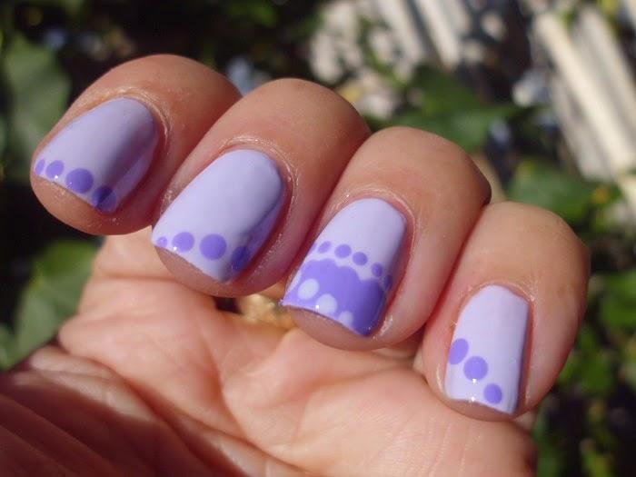 manicura morada y malva
