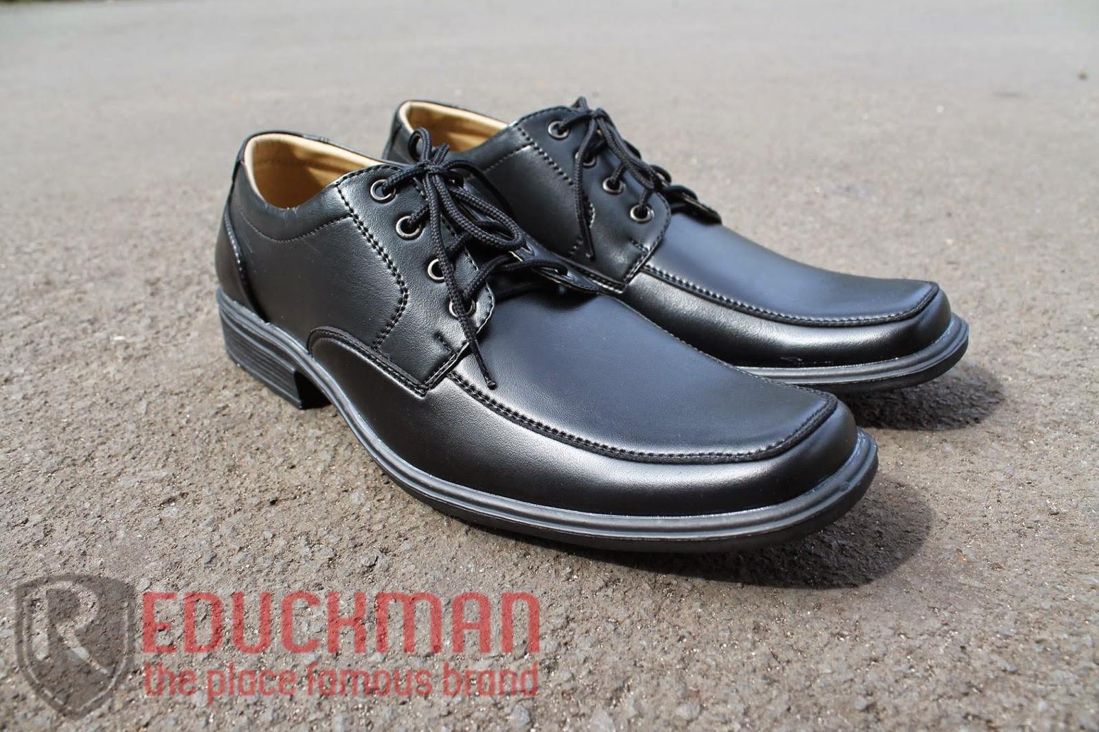 Sepatu Pantovel Men's Republic