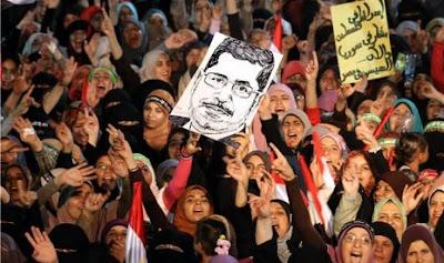 """Al-Jazeera dan Al-Arabiya """"perang"""" di Mesir"""