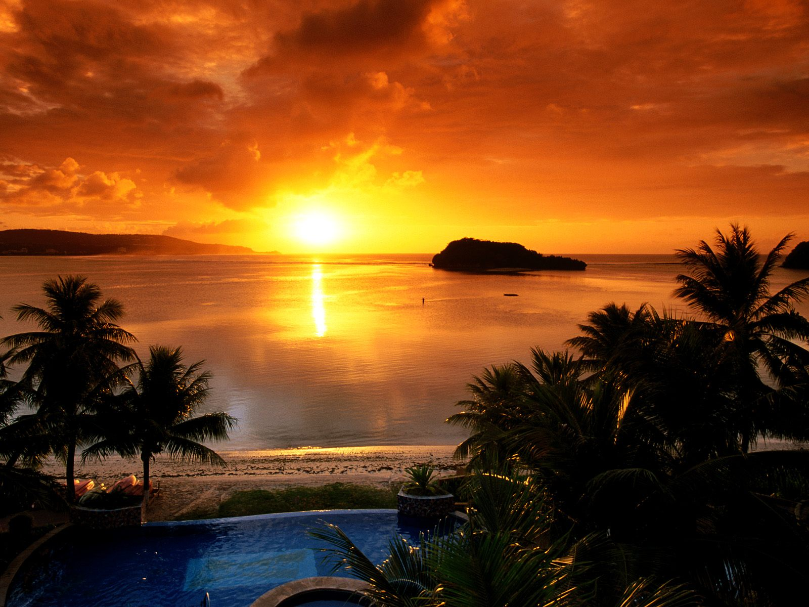 http://4.bp.blogspot.com/-QDDuNxnrHWU/Tkz0mUMYprI/AAAAAAAAFOM/wQNyWjskDok/s1600/Beautiful-Sunrise-Wallpaper.jpg