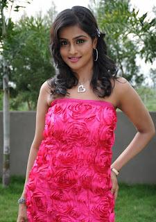 Tamil actress Ramya Nambeesan Latest Photos