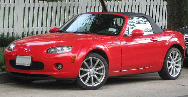 Side picture of Mazda MX-5