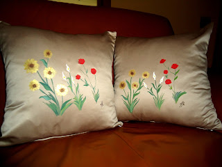 creazioni artistiche cuscini dipinti a mano