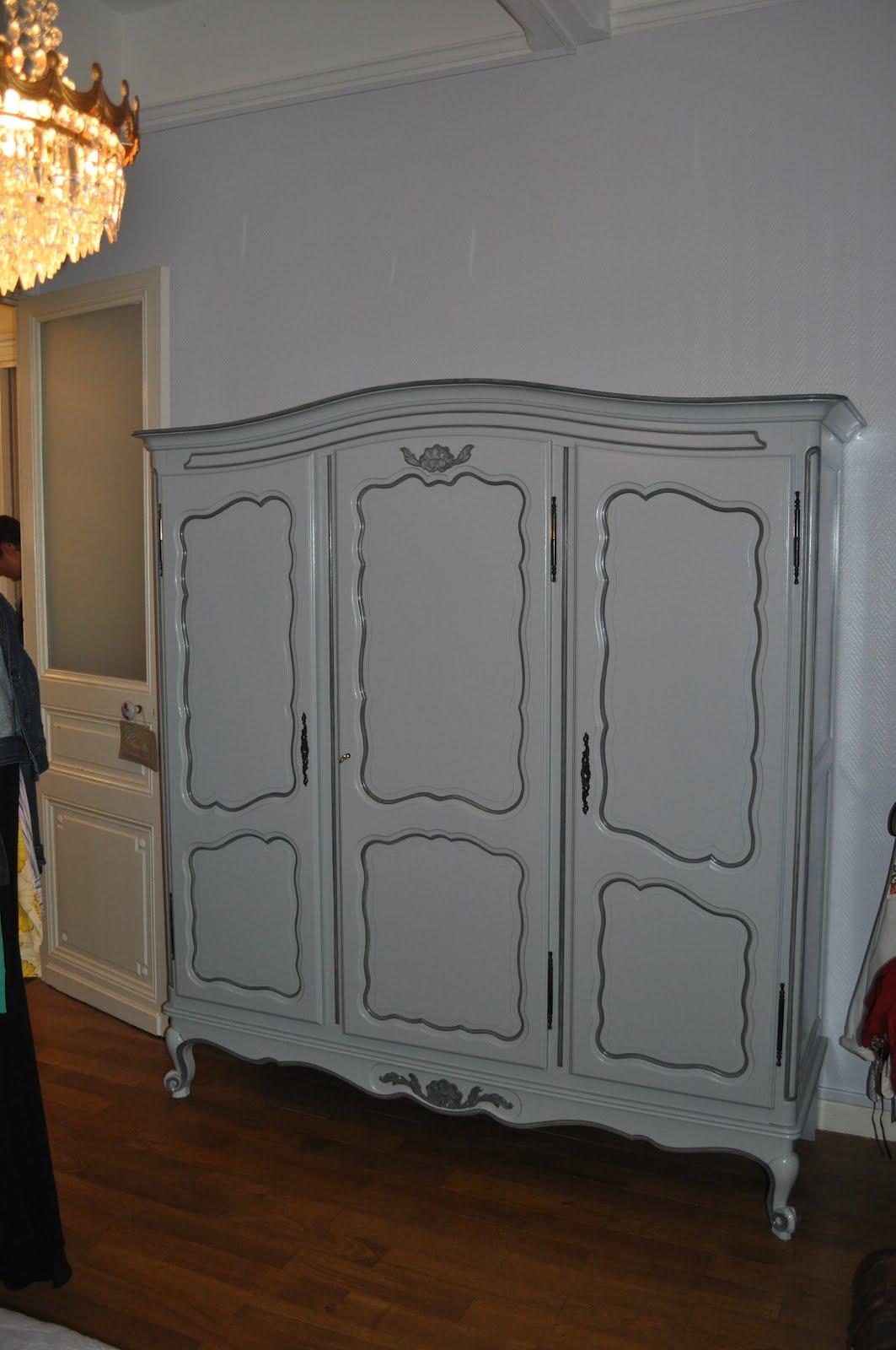 Bois et patines nathalie madrenes repeindre une armoire for Peinture pour repeindre meuble ancien