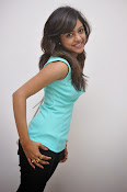 Vithika Sheru Glamorous Photo Shoot Gallery-thumbnail-7