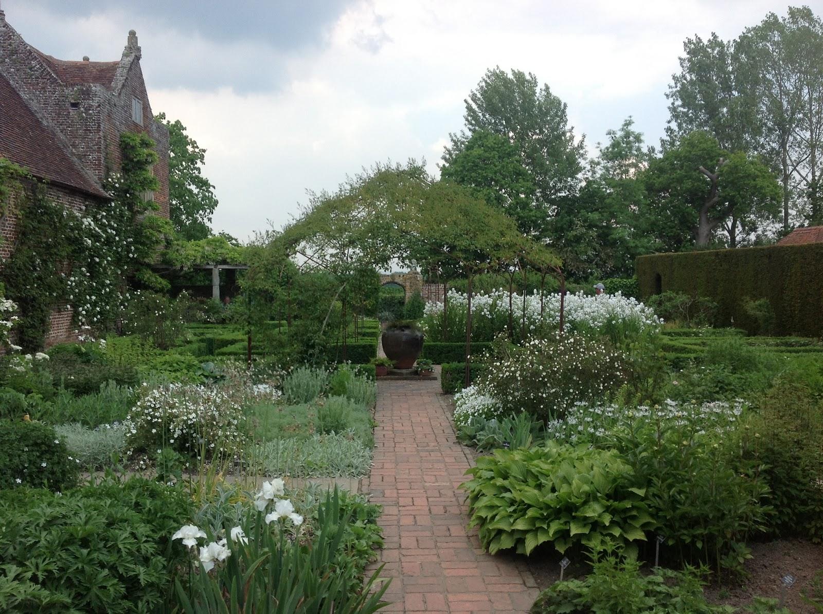 Mug mike s urban garden sissinghurst castle garden