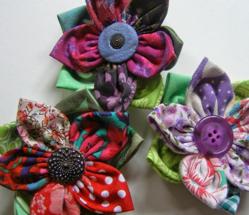 Как сделать броши цветы из ткани своими  424