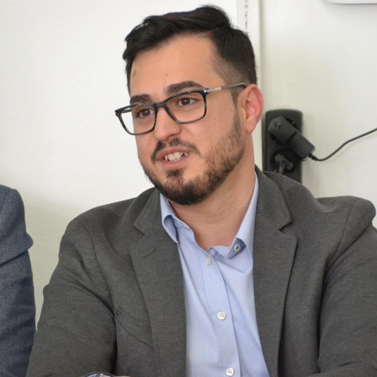 علي عيسو، مدير مجلة زهرة الزيتون
