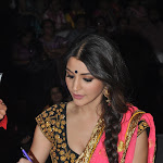 Anushka Sharma Sexy Cleavage Show In Saree On The Sets Of Nach Baliye