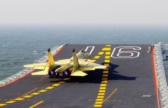 J-15 di atas Liaoning