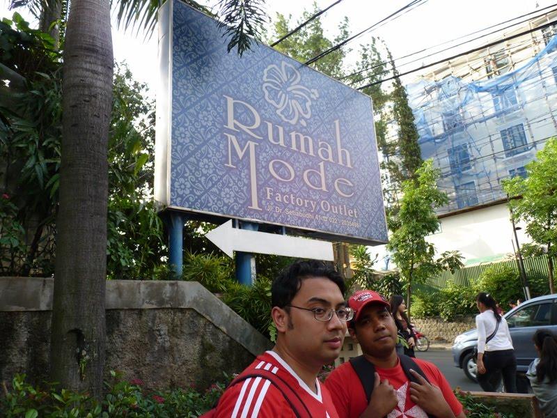 Bersama Shafiq Di Hadapan Rumah Mode Bandung Indonesia