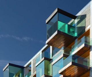 Aggetto elemento architettonico costruito verso l' esterno del basamento strutturale