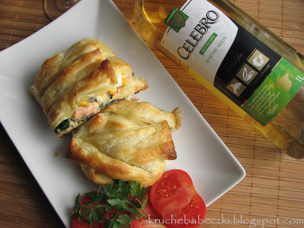 Łosoś ze szpinakiem, serem błękitnym w cieście francuskim :)