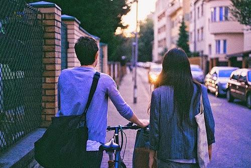 Liệu chúng ta đang là bạn, hay em đang dùng tình bạn để bao bọc lấy những ngại ngùng trong em