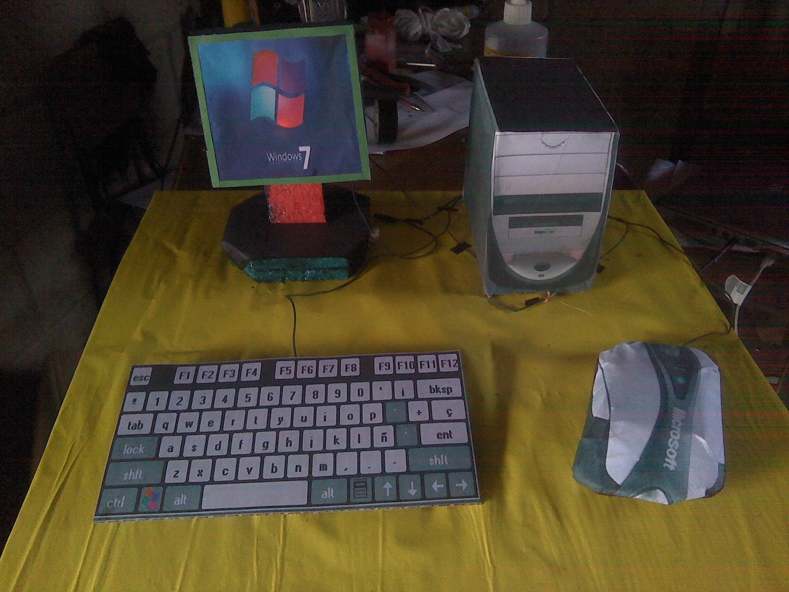Matereial Reciclable : Maqueta de computadora con material reciclable