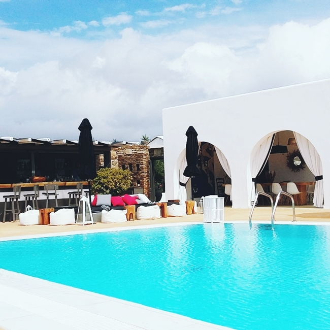 Jelena Zivanovic Instagram @lelazivanovic.Glam fab week.Liostasi hotel & spa pool.Luxury hotels in Ios.Where to stay in Ios.