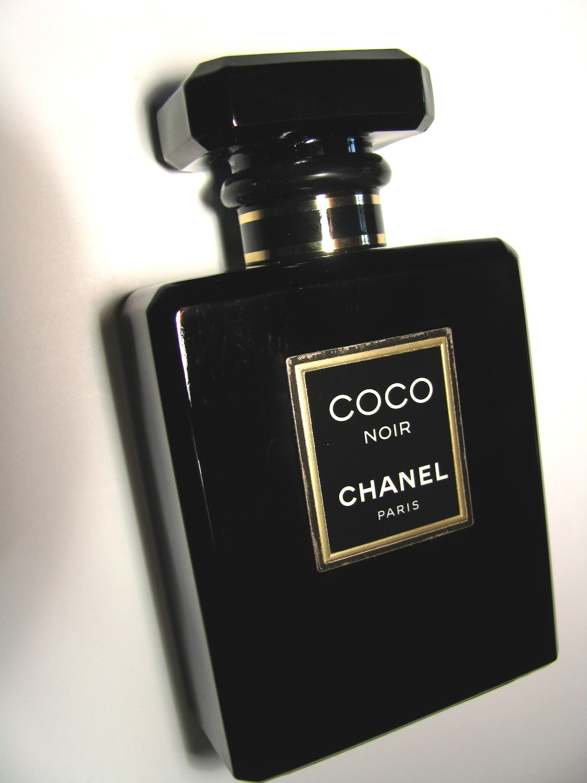 the beauty alchemist chanel coco noir. Black Bedroom Furniture Sets. Home Design Ideas