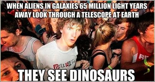 Cuando los alienígenes de galaxias que están a 65 millones de años luz  miran con sus telescopios  a la Tierra… ven dinosaurios.