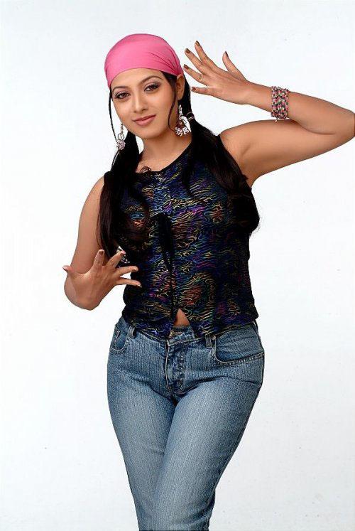 Keerthi chawla hot pics