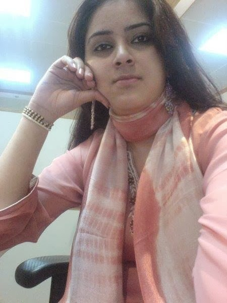 Hot And Sexy Office Girls In Pakistan