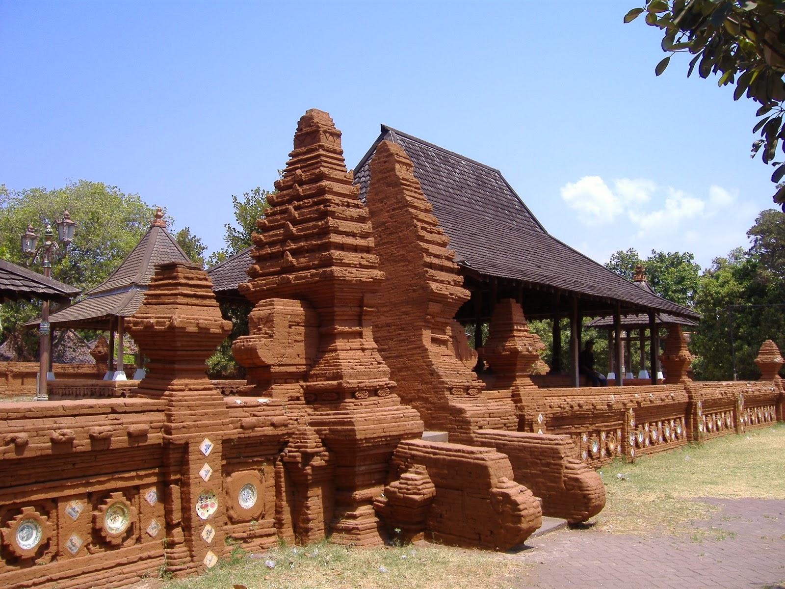 Arsitektur Kuno dan Asing dalam Rumah Tradisional